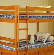 изготовляем кровати детские двухярусные из массива сосны.липы любой цвет под заказ дизайн на выбор срок изготовления
